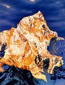 Panorámica del Everest desde la vecina Kala Pattar y en el momento de la puesta del sol.