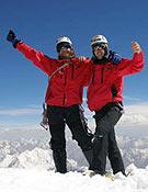 Álvaro y Óscar en la cima del Latok III, tras su Arista suroeste en estilo alpino. Foto: Col. Novellón/Pérez