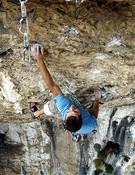 Pablo Ochoa encadena su primer 8c con Silencio en el tiempo, Teverga, Asturias.