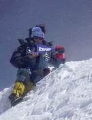 Edurne en la cima del Annapurna. Foto: RTVE - Al filo de lo imposible