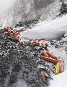 Botellas vacías de oxígeno en el Everest. Foto: Extreme Everest Expedition