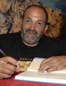 Juanito Oiarzabal, en la librería Desnivel. Foto: Darío Rodríguez / Desnivelpress