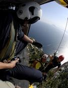 Rescate con cable en el Peñón de Ifach. Foto: Darío Rodríguez / Desnivelpress