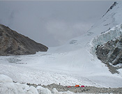 Campamento Base y el Paso de Kalindi al fondo. Foto: Jose Ramón Bacelar