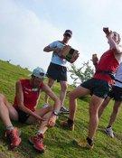 El apoyo de los aficionados mitiga las molestias musculares. Foto: Eduard Martinell-Salomon