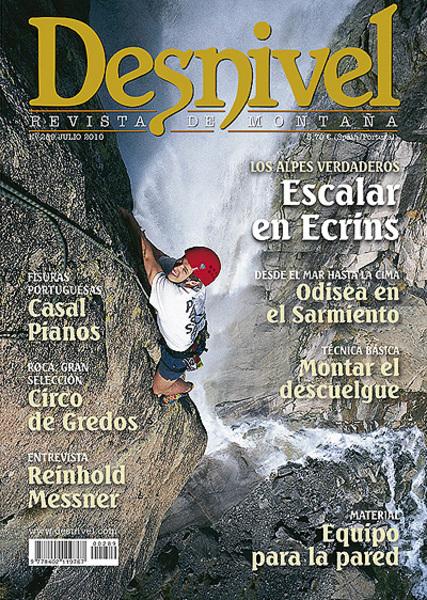 Portada de la revista Desnivel nº157 de los meses de juio y agosto. Escalando en el valle de Vé...