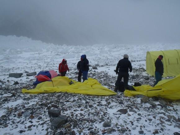 El viento hizo estragos en el CB ruso en el K2 invernal