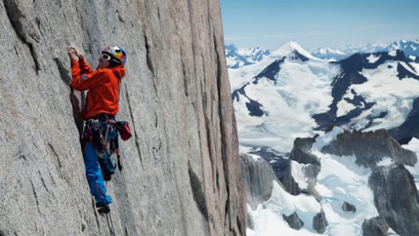 David Lama, escalando el headwall del Cerro Torre