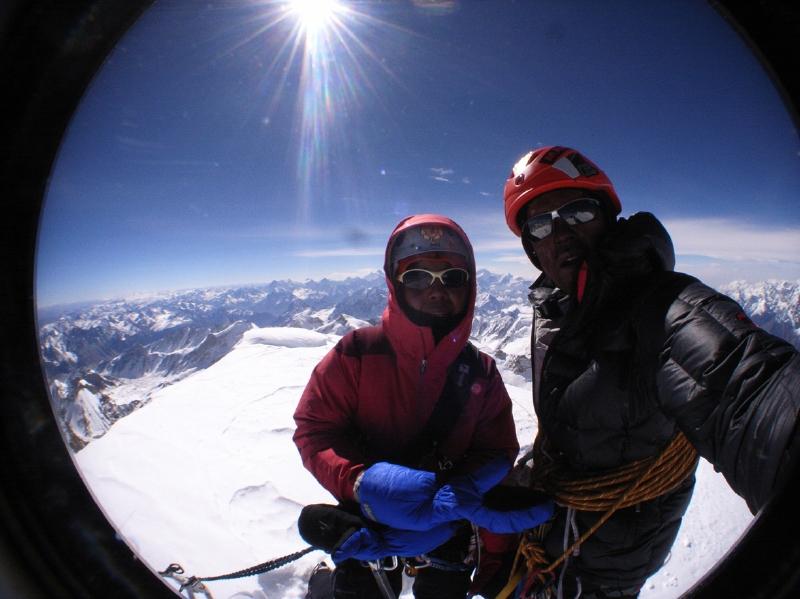 Kazuya Hiraide y Kei Taniguchi en la cima del Kamet en 2008